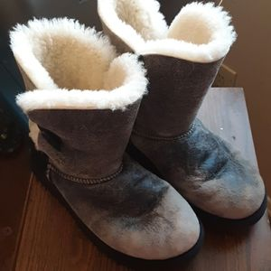 EUC UGGS DISTRESSED BOOTS SIZE 7